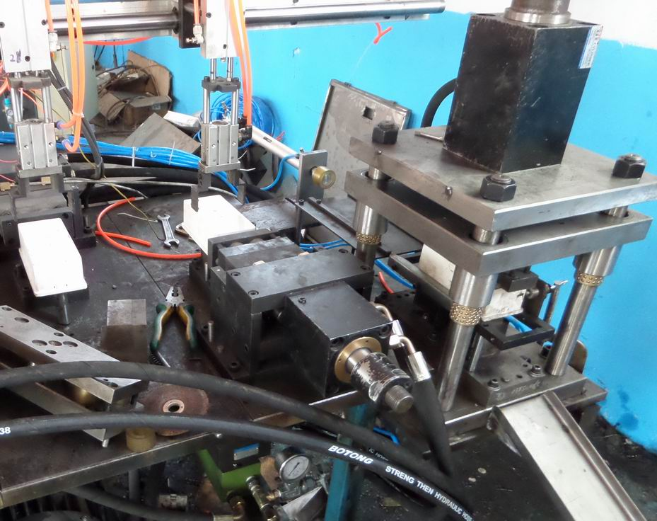 PVC接线盒自动 液压冲孔机