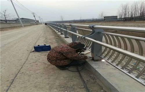 河南新乡碳钢防撞护栏栏杆优惠