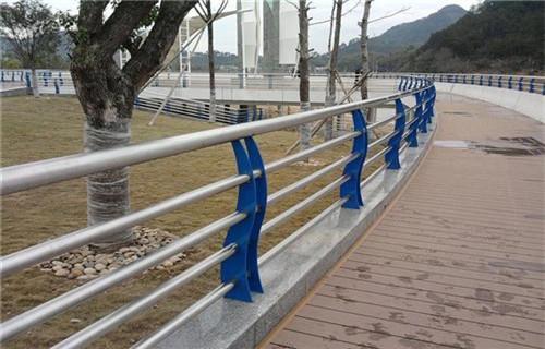 马鞍山不锈钢碳素钢复合管栏杆谁家便宜