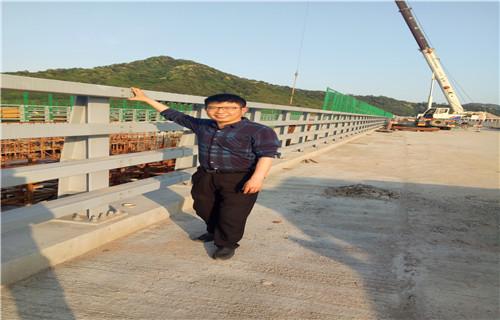 丹东桥梁护栏厂家直销