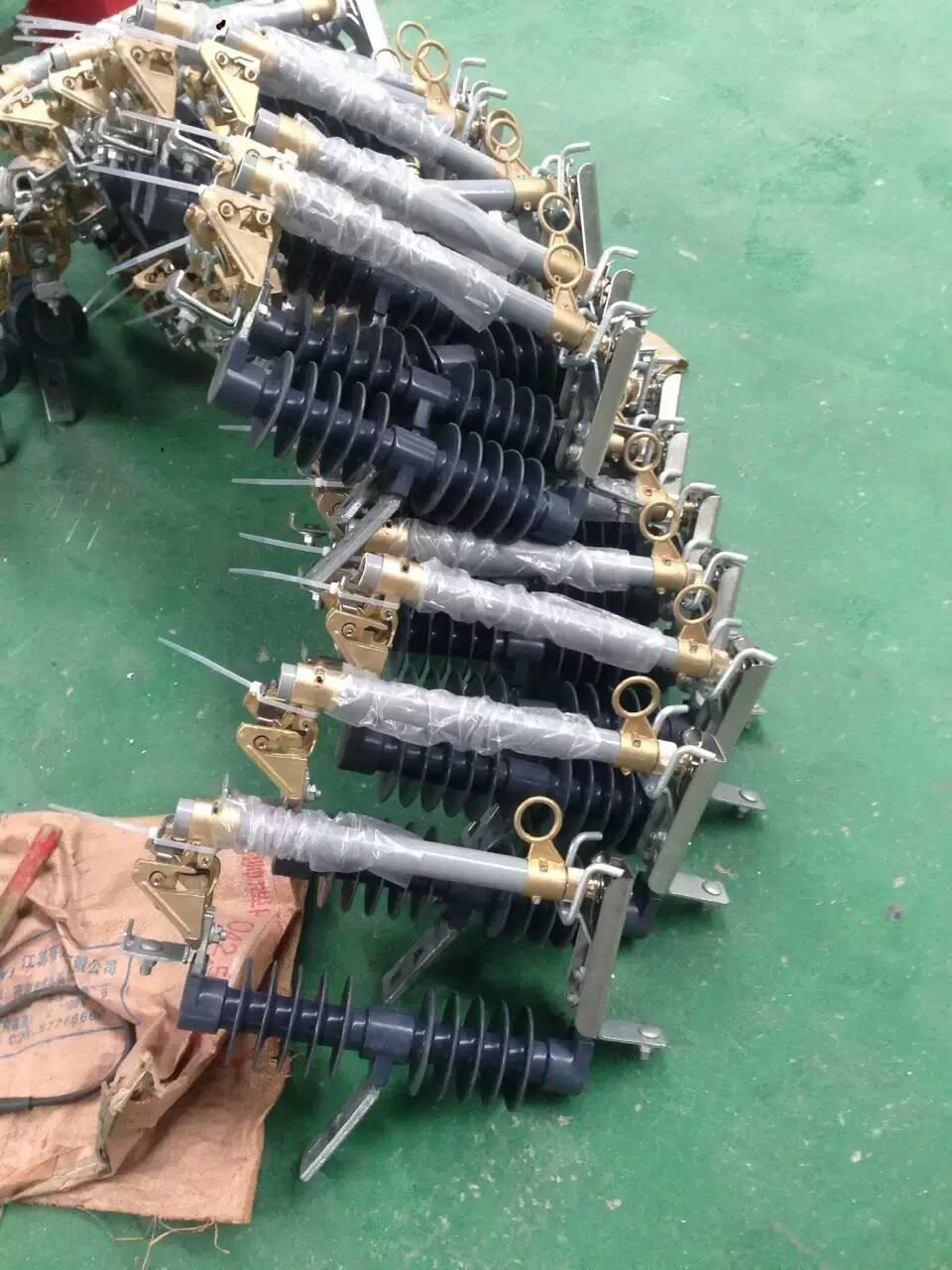 柱上令克开关/RW11-12F-HRW11-12F-RW11-12/100A-生产厂家/价格低